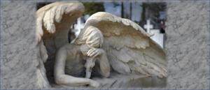 Un ángel, un profesional de la salud llora porque siente